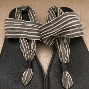 Gray and white stripe yoga sling sanuks